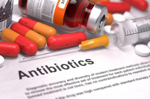 Почему возникает геморрой после антибиотиков?
