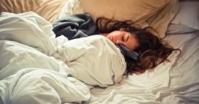 Мокрая подушка: на что указывает повышенное слюноотделение во сне