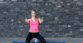 Удивительно, но ходьба на коленях способствует не только похудению