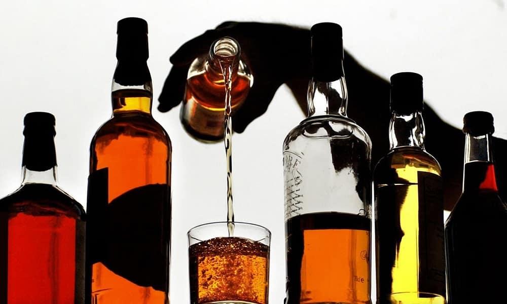 Употребление спиртных напитков нарушает кровообращение, из-за чего отток крови из вен малого таза замедляется