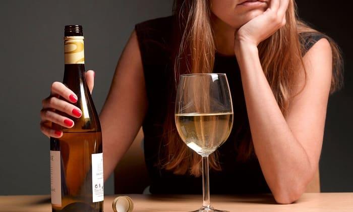 Употребление алкоголя может повлиять на развитие геморроя