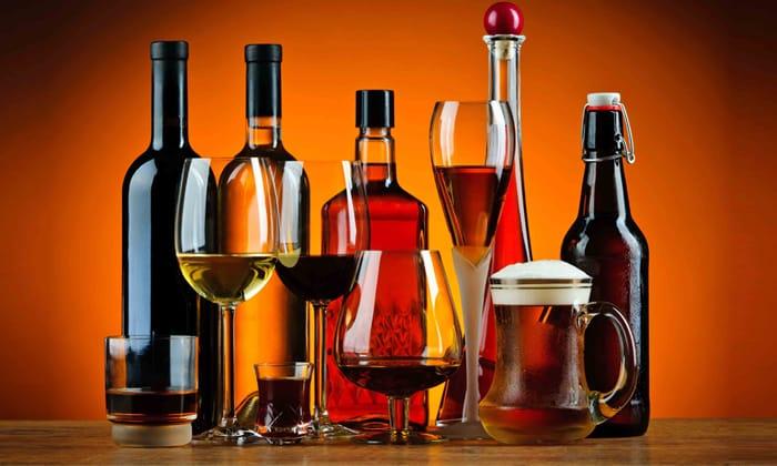 Алкоголь нельзя употреблять при поносе