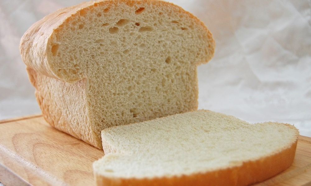 Под запретом свежий хлеб, поскольку он может вызывать брожение и метеоризм