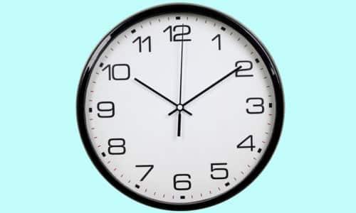 Через каждые 1,5-2 часа нужно вставать и выполнять простые упражнения