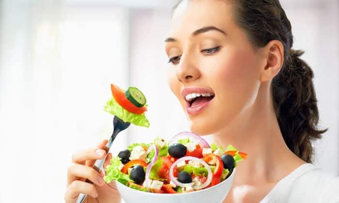 Благодаря олеиновой кислоте, являющейся ведущим компонентом маслин и оливок, их часто включают в лечебные и другие сбалансированные диеты