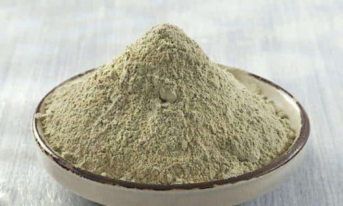 Целесообразность применения белой глины обусловлена свойствами минерала поглощать влагу и обволакивать, подсушивать очаг воспаления, создавать защитную пленку на поверхности воспаленных геморроидальных узлов