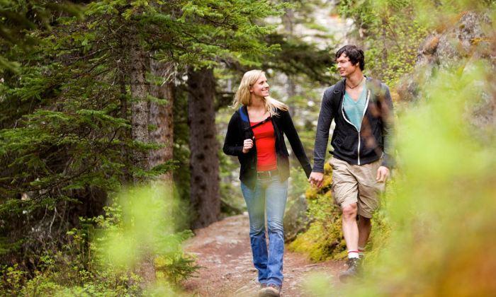 Чтобы не провоцировать развитие геморроя необходимо чаще гулять на свежем воздухе