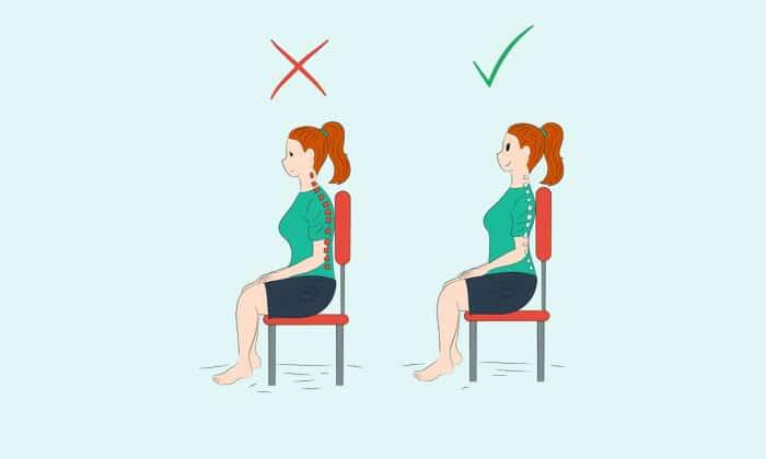 Спина сидящего, как и спинка стула, должны быть прямыми