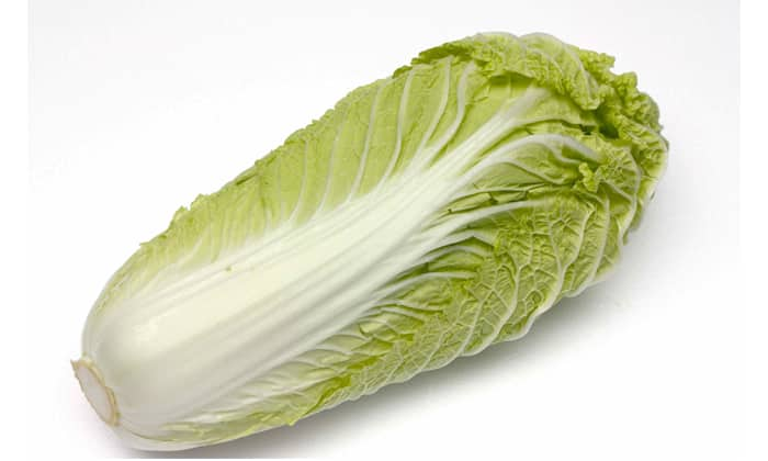 При геморрое пекинская капуста более полезный продукт, чем белокочанная капуста, поскольку она не вызывает повышенного газообразования