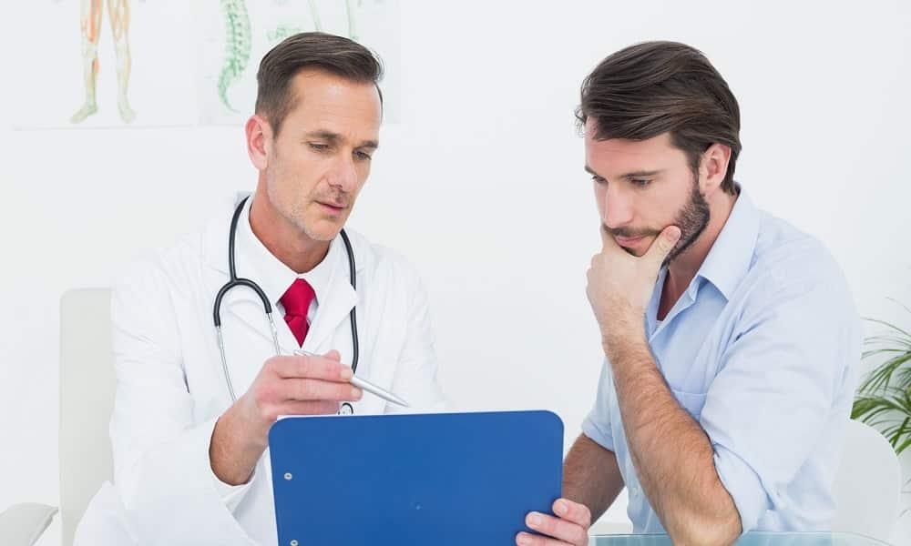 При обострении геморроя необходимо обратиться к врачу-колопроктологу