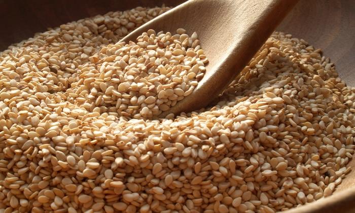 Для людей, страдающих геморроем, кунжут считается самым полезным из всех прочих видов семян