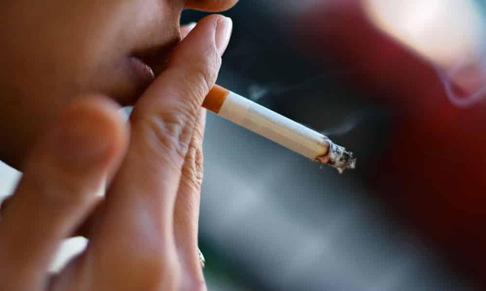 Табакокурение негативно сказывается на состоянии всего организма, в том числе кровеносных сосудов