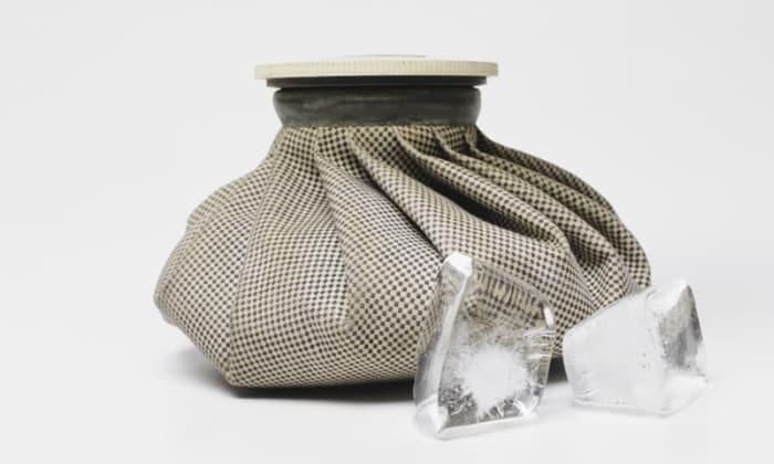 Компрессы со льдом применяют для уменьшения боли и ликвидации застоев крови в области малого таза