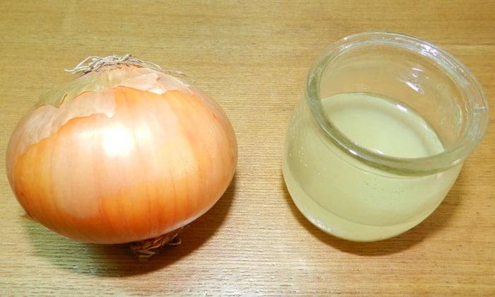 Противогеморроидальные лекарства для приема внутрь готовятся из лукового сока