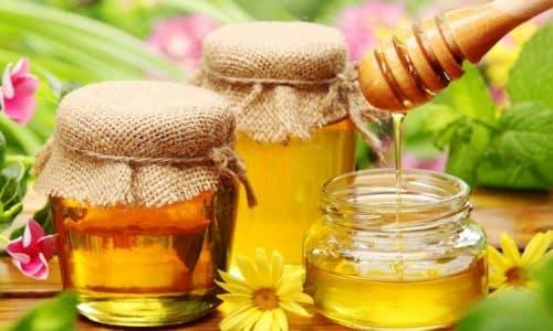 Чаще всего мази от геморроя готовят в домашних условиях из продуктов пчеловодства