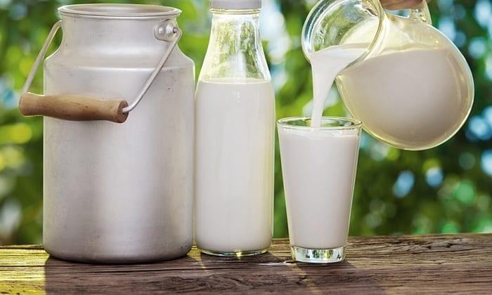 Также в рацион кормящей матери не должно входить молоко