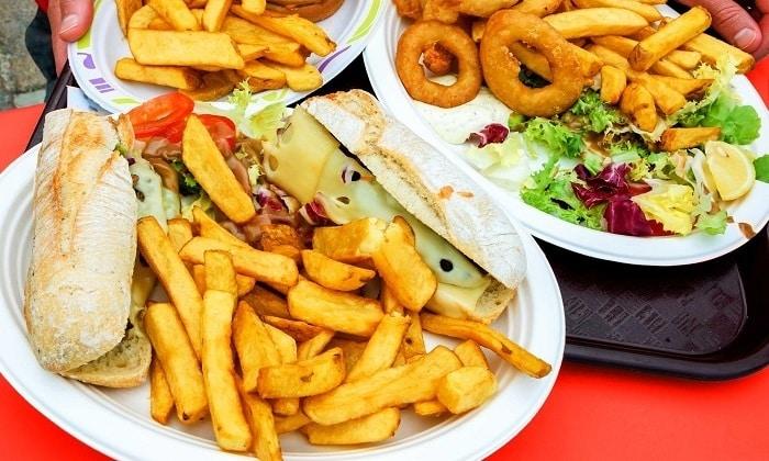 Неправильное питание является одним из факторов возникновения геморроя