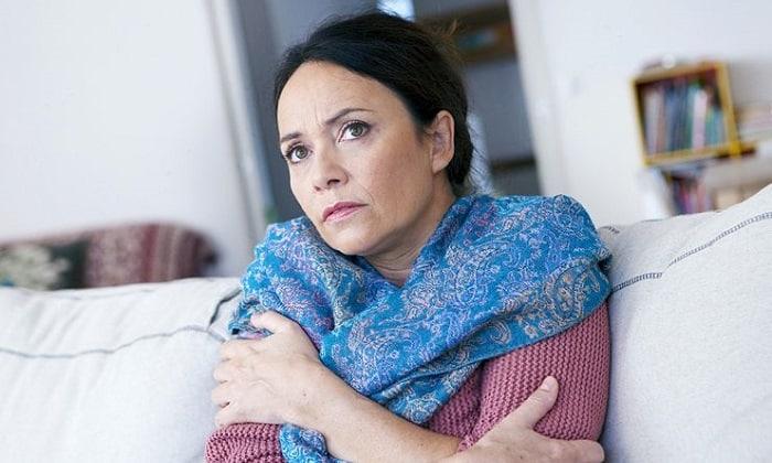 Частые обострения, сопровождающиеся гипертермией (лихорадкой), слабостью и сильной болью в прямой кишке являются показаниями для проведения операции