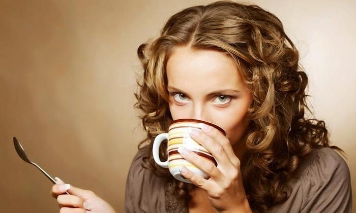 Настой из крапивы следует принимать по ¼ стакана 3 раза в день за 10-15 минут до еды