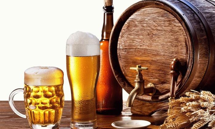 Из рациона исключают продукты и напитки, вызывающие процессы брожения, например пиво