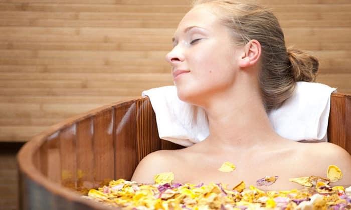 Не принимайте ванну в лежачем положении более 15 минут