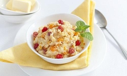 На завтрак разрешается готовить пшенную кашу с добавлением сухофруктов