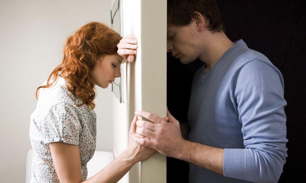 Страх расставания с близким человеком может быть причиной развития геморроя