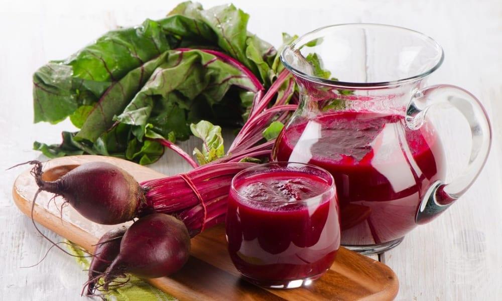 В качестве болеутоляющего средства при домашнем лечении геморроя врачи советуют использовать сок свеклы