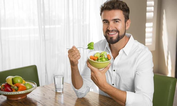 При геморрое важно придерживаться специальной диеты для предотвращения запоров