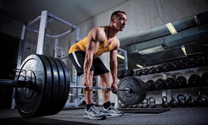 Следует также отказаться от занятий видами спорта, связанными с чрезмерным напряжением мышц