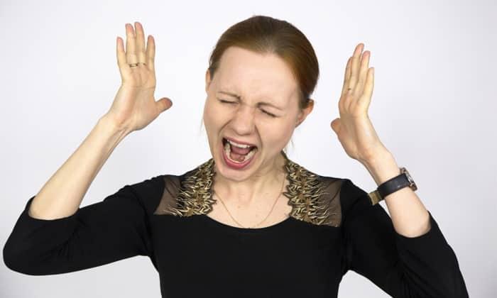 Провоцируют появление внешних узлов стрессы