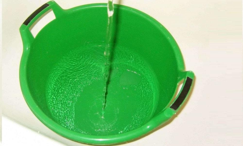 Прием ванночек с прохладной водой в домашних условиях улучшает процессы обмена, обезболивает и повышает тонус вен