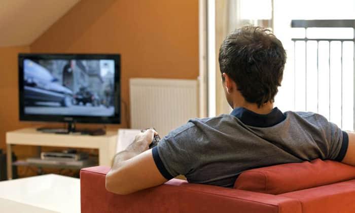Во время еды недопустимо отвлекаться на телевизор