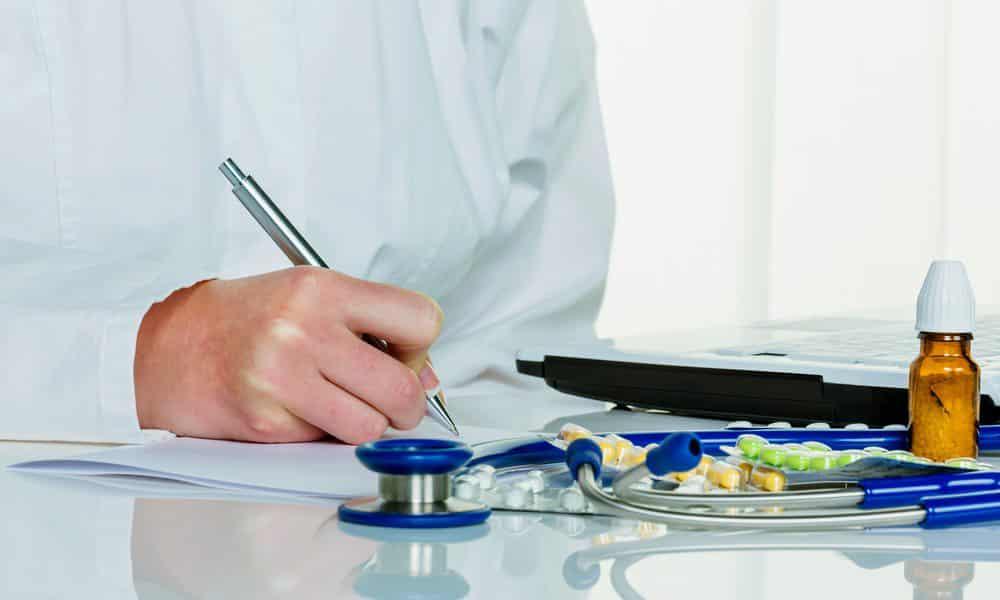 Лечение глистной инвазии заключается в приеме токсичных антигельминтиков и слабительных средств