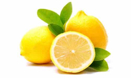 Для приготовления смеси лечебной нужно выдавить сок из лимона