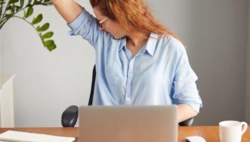Как правильно избавиться от запаха пота подмышками: все про дезодоранты и антиперспиранты